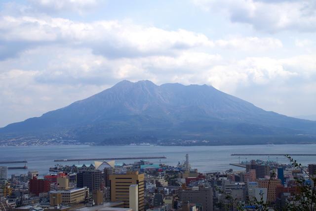 城山展望台から見渡す桜島と鹿児島城下