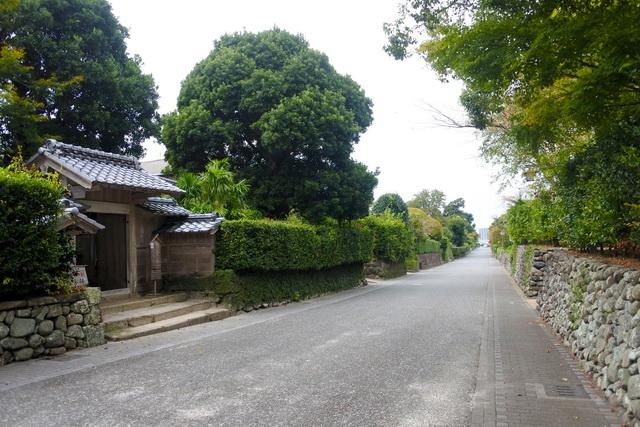 出水麓の武家屋敷群。外城の中心地である麓は郷士の住宅兼陣地で、農民の居住区とは区別されていた