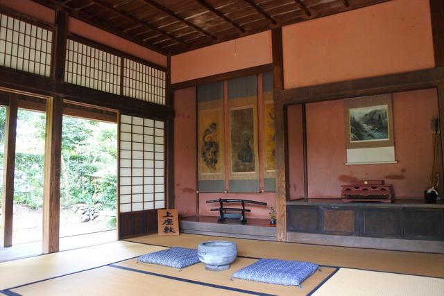税所邸の上座敷。現存する武家屋敷のうち、税所邸と竹添邸が一般公開されている。ともに上級郷士の屋敷だ