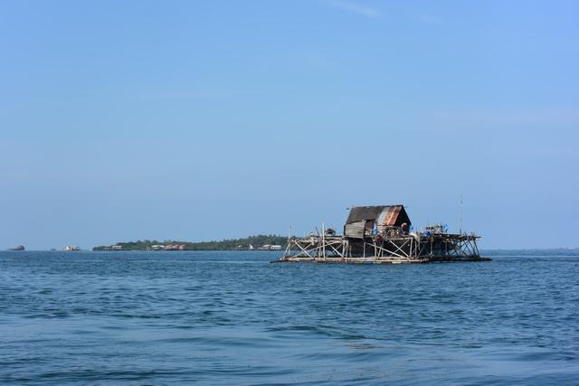 浮きを付けたやぐらの上に家を乗せた造りのケロン