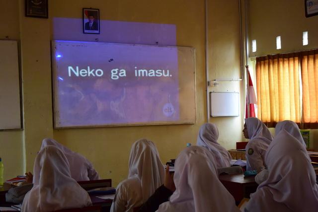 第一職業高校の日本語の授業。同じテキストをずっと使っているそうです