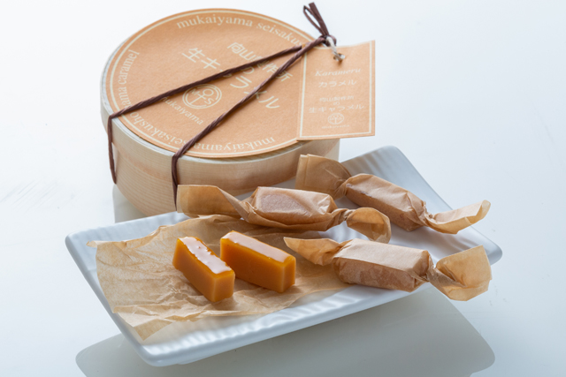 向山製作所を象徴するお菓子、生キャラメル。「これだけは100年経っても、手作りにこだわりたい」と織田社長は言う