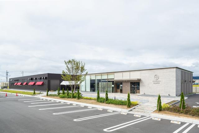 今夏、大型ショッピングセンターの隣、国道沿いの便利な場所に新店をオープン