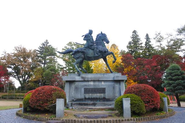 高山城跡の二の丸公園にある、金森長近の像