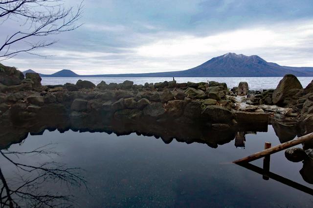 支笏湖に入っている気分になれる神秘的な露天風呂