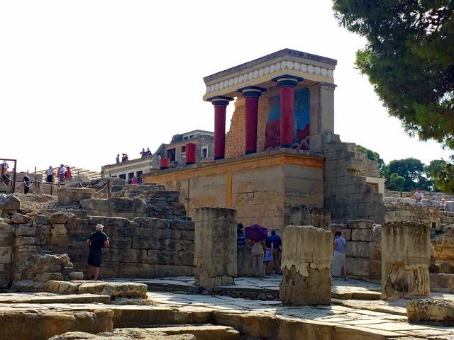 神話の世界を訪ねるようなクノッソス宮殿。しかし……