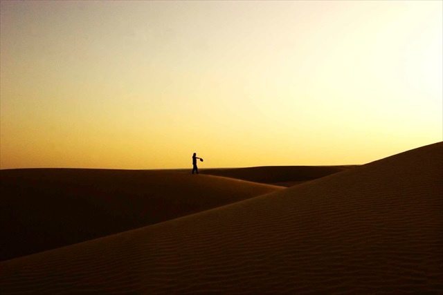 インド・ラジャスターン州の砂漠の夕日