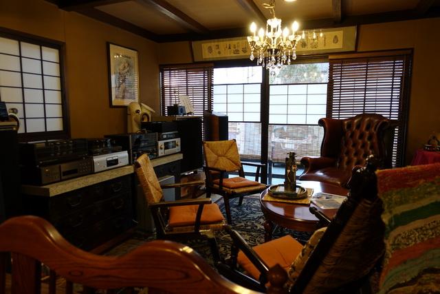 松本家具のチェアは何十年たっても楽しめて座り心地もいい。