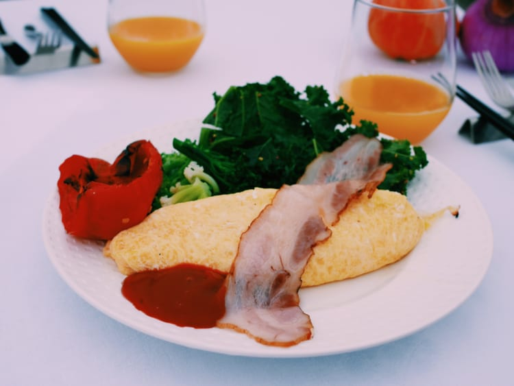 """シェフが""""頑張らない""""から美味しい!? 畑のど真ん中で食べた「ブランド野菜」の朝食"""