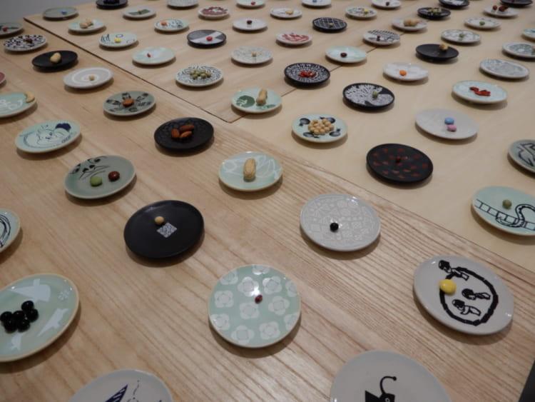 167人のクリエイターが大堀相馬焼とコラボした「ちいさな豆皿」展