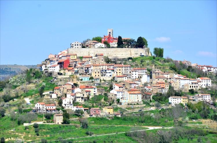 美しい丘の街で特産のトリュフざんまい クロアチア・モトブン