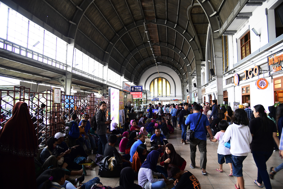 ジャワ島のローカル普通列車からスタート インドネシアの鉄道制覇旅(1)