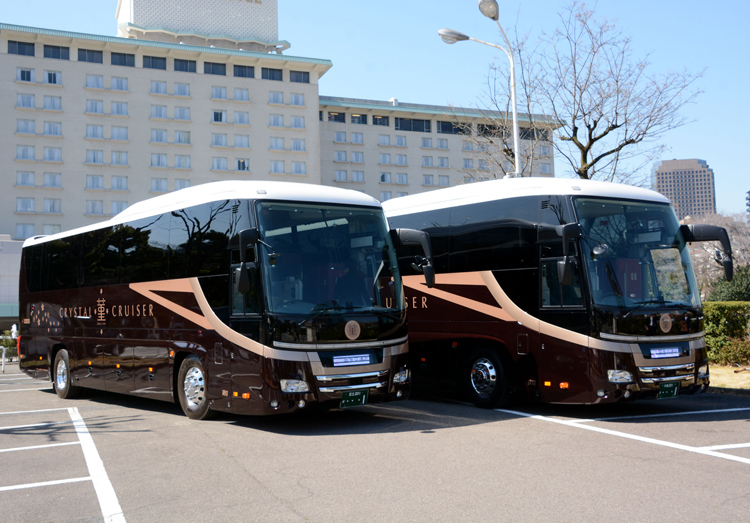 阪急交通社が豪華バス「クリスタルクルーザー 菫」を2台導入