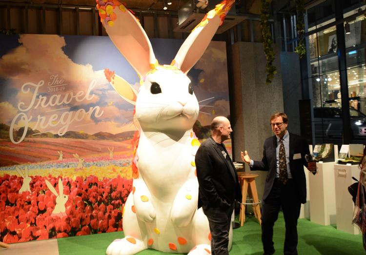 オレゴン州の観光PRアニメに登場する巨大ウサギが、リアルなサイズで登場(画像=オレゴン州観光局)