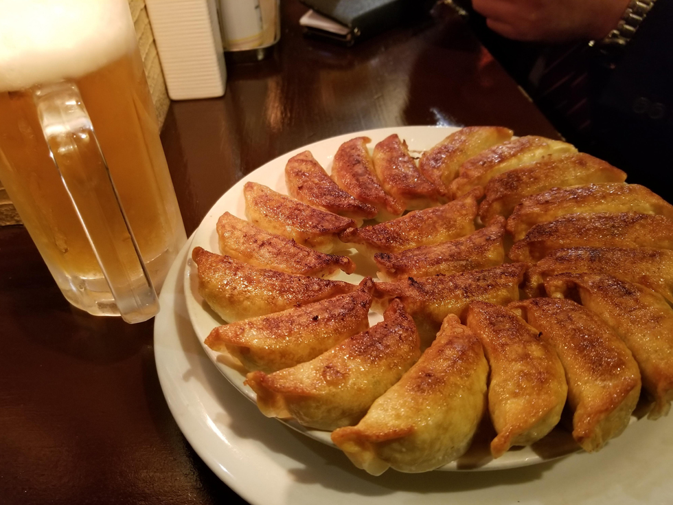 福島市が推している「円盤餃子」と生ビール