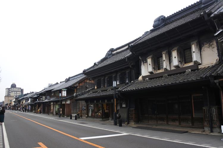 蔵造りの街並み。蔵造りは、江戸時代の町家に採用された類焼を阻止する耐火建築だ