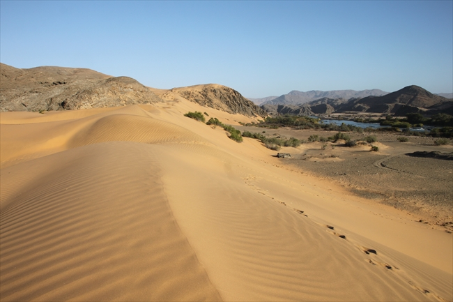 砂漠と水がおりなす風景 セラ・カフェマ・キャンプ<フォトギャラリー>