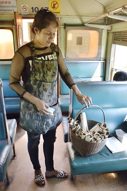 列車でメコン川を渡る バンコクからラオスの音のない村へ(1)