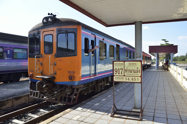 〈クリックディープ旅〉列車でメコン川を渡る バンコクからラオスの音のない村へ(1)