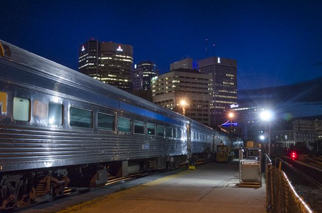 圧倒される草原の夕景 世界の長距離列車・カナダ大陸横断鉄道編(3)