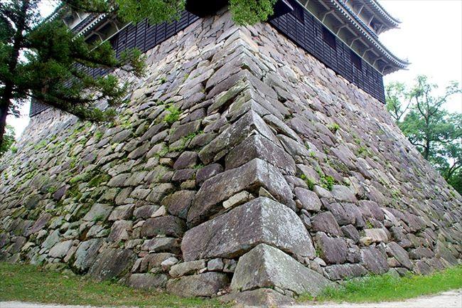 原爆で倒壊した天守、平和のシンボルへ 広島城(2)