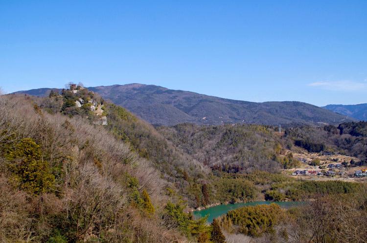 苗木城。木曽川を見下ろす高森山に築かれている