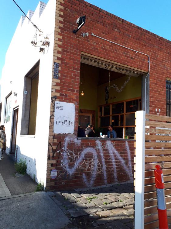 サウスメルボルンにある人気カフェ「ST. ALi」。れんが造りのレトロな外観