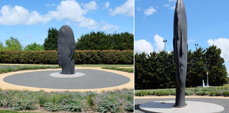世界的な美術家ジャウメ・プレンサの作品「LAULA ASIA」。顔の正面(画像右)は非常に幅が狭い構造になっている