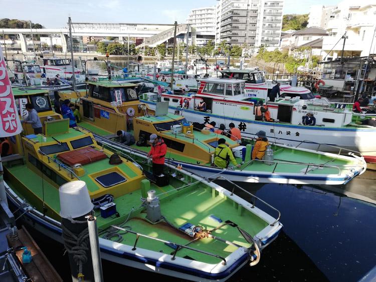 多くの船宿が軒を連ねる金沢八景。釣り船がびっしりと並ぶ