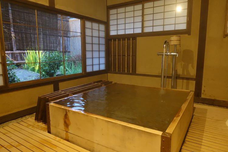 温泉+庵 文豪気分で離れにおこもり 広島県・宮浜温泉「庭園の宿 石亭」