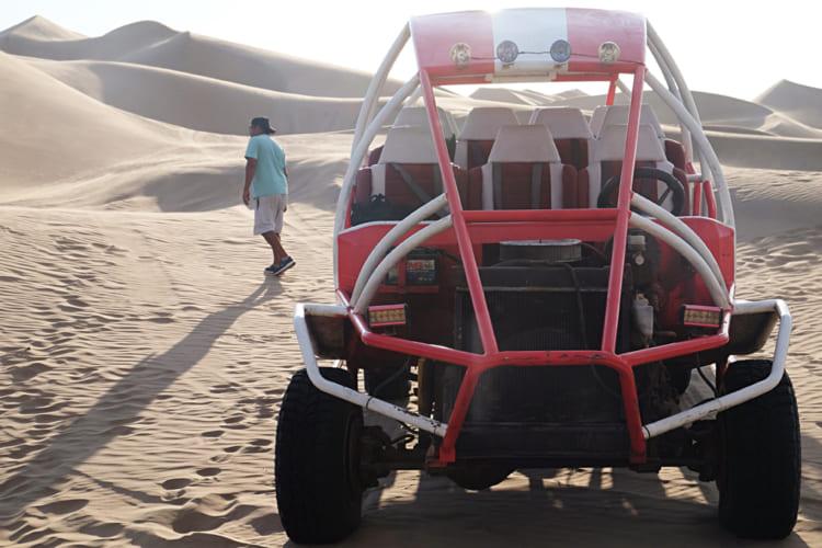 ペルー、絶景のワカチナ、黄金色の砂漠をサンドバギーで駆け抜ける