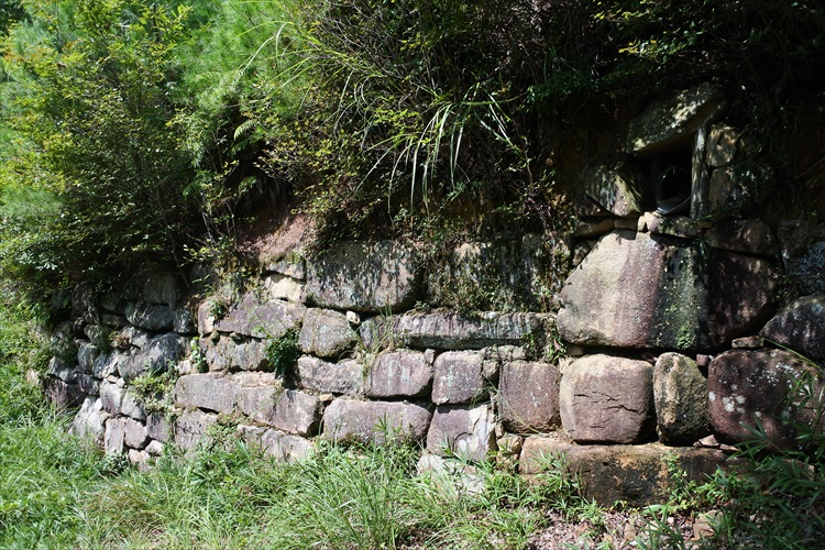 桃太郎伝説の舞台、よみがえった古代山城 鬼ノ城