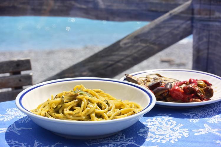 美食と伝説に彩られたイタリア・アマルフィ海岸の小さな町へ