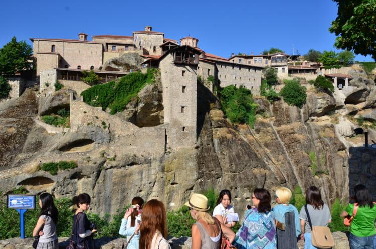 天空へそそり立つ奇岩の頂 絶景の修道院メテオラ ギリシャ