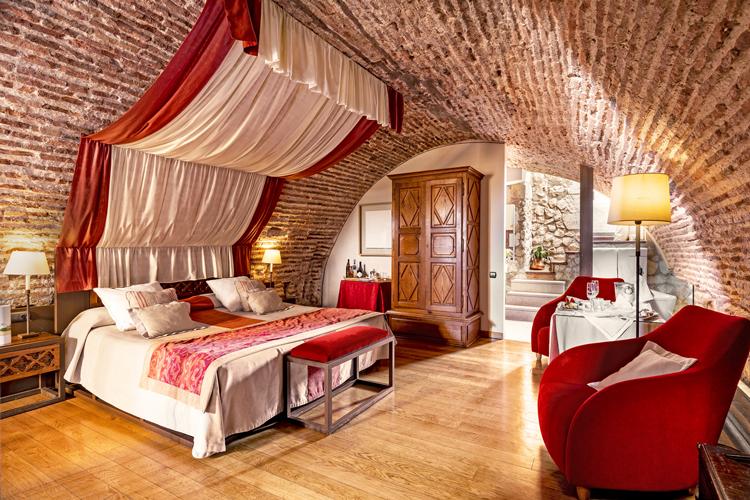 アルハンブラ宮殿にも泊まれます スペイン国営ホテル「パラドール」