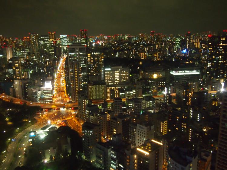 イタリア街、東京タワーへ 汐留、麻布、六本木で路線たび
