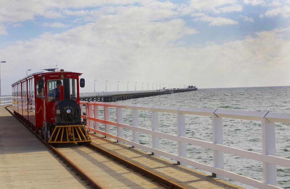 ピンク色の湖、海の上を走る列車 神秘と不思議に満ちた西オーストラリア州南部