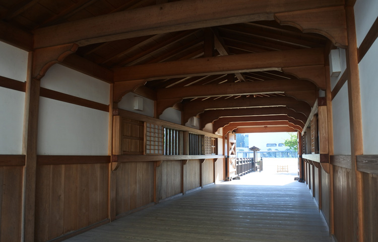 松平春嶽公の「通勤」、追体験! 復元された福井城の山里口御門