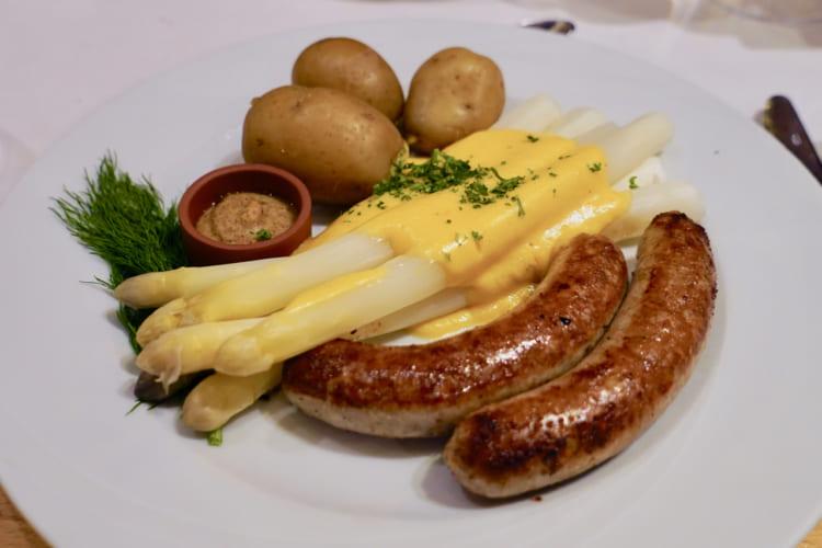 春の苦みは幸せの味 白アスパラガスをドイツで味わう