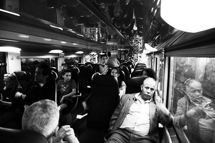(13)永瀬正敏、振り返って何を撮った? 南仏の電車の中で