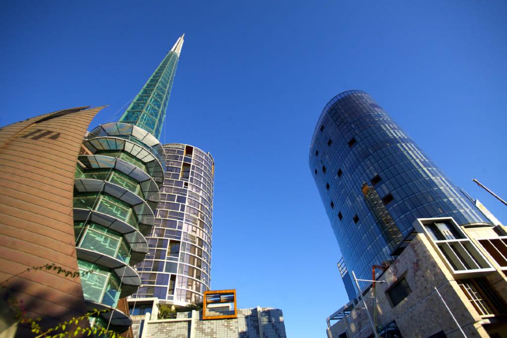 画面左に建つのがベル・タワー