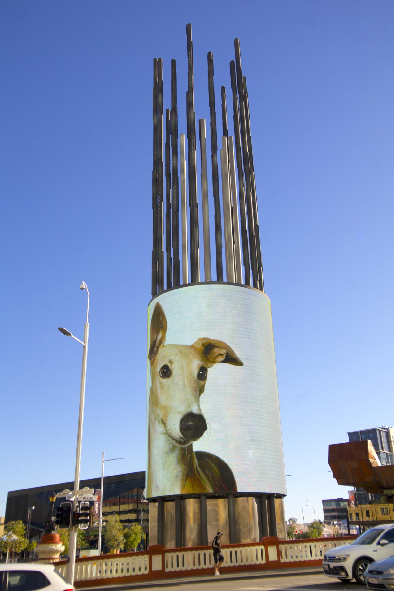 【パース】ウォーターフロント地区の「デジタルタワー」。LEDスクリーンを搭載している