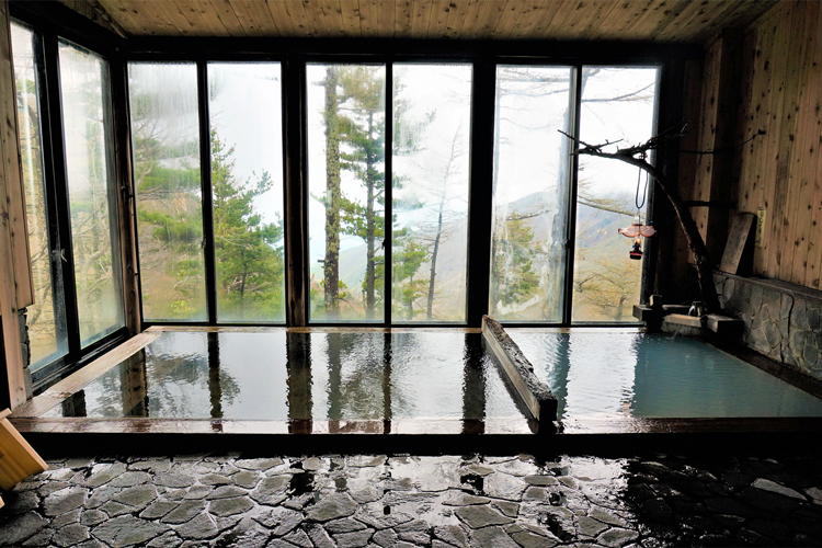 温泉+温冷交互浴 「雲上の温泉」長野・高峰温泉