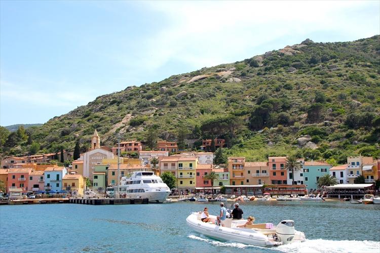 日本ではマイナーなイタリアの人気リゾート、ジリオ島。どんなところ?