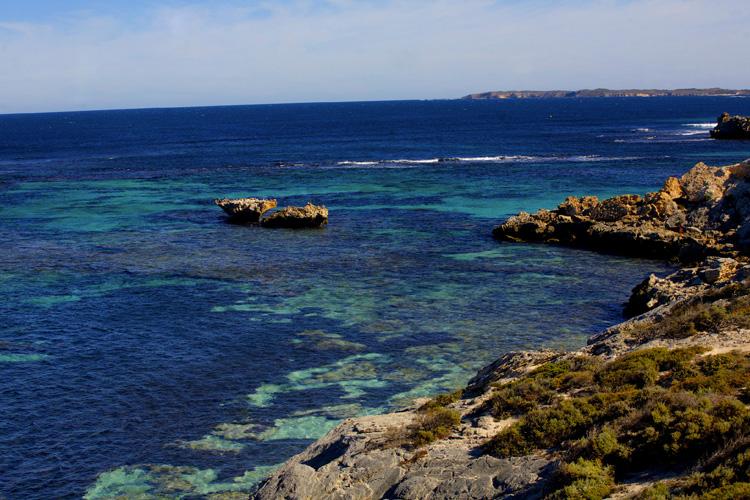 ロットネスト島は美しいビーチで知られる