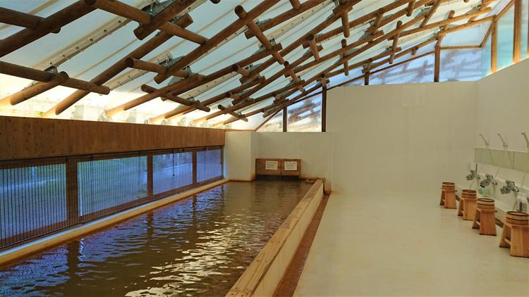 温泉+炭酸歩行浴 坂茂氏設計の建築で楽しむ「クアパーク長湯」
