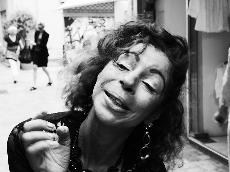 (16)永瀬正敏、女性に「撮って」と迫られた 南仏の街角で