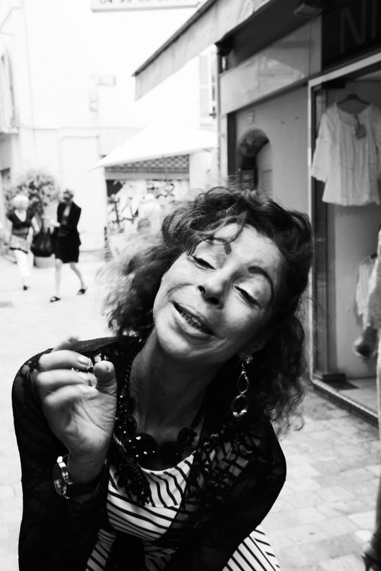 (16) 永瀬正敏、女性に「撮って」と迫られた 南仏の街角で