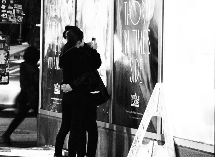 抱かれても、クールにスマホ? 永瀬正敏が撮ったニューヨーク