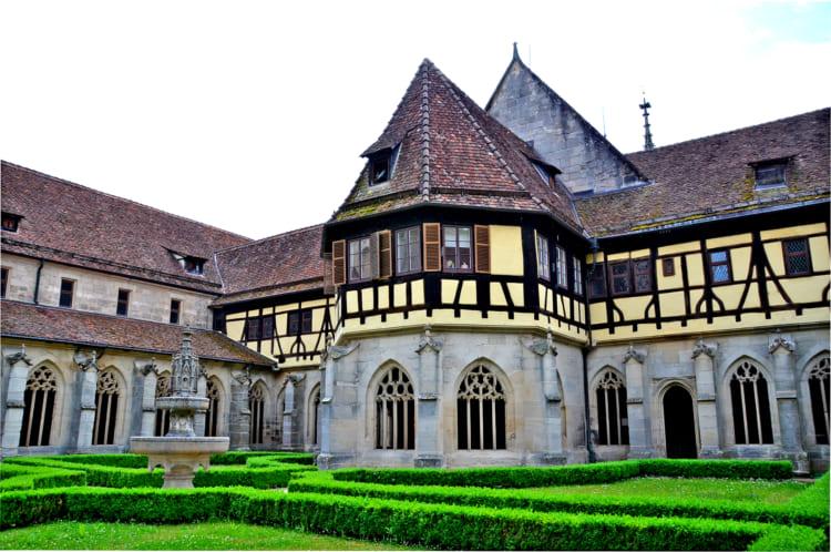 ヘッセは遅れて来た作家? 修道院と城の街 ドイツ・テュービンゲン